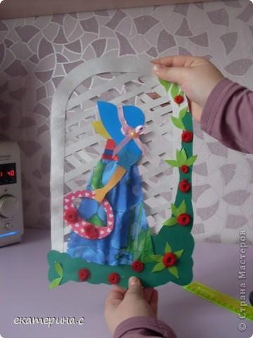 вот такая девочка из картона ткани тесьмы ниток и бумаги фото 1