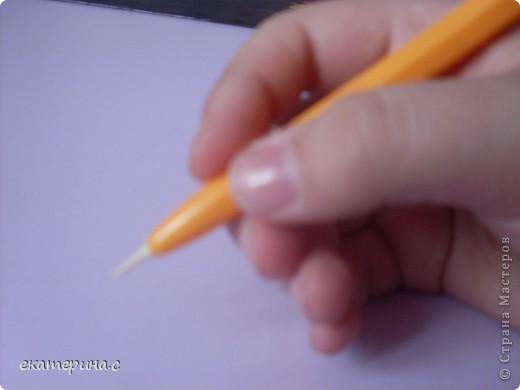 приготовьте  ручку деревянную палочку для сосисок и кусочек бумаги фото 7