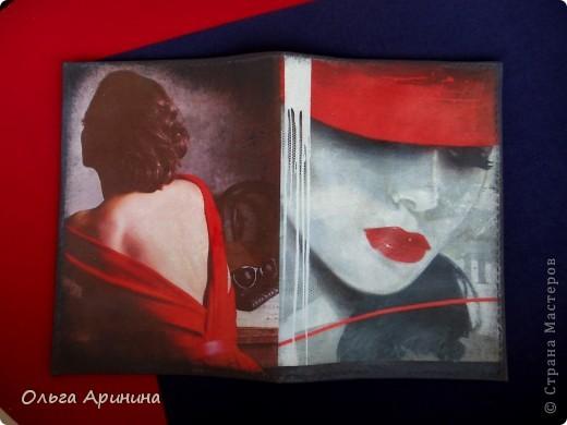 """Кожаная обложка на паспорт """"Таинственная незнакомка"""", подрисовка акриловыми красками, покрыта стекловидным лаком фото 1"""