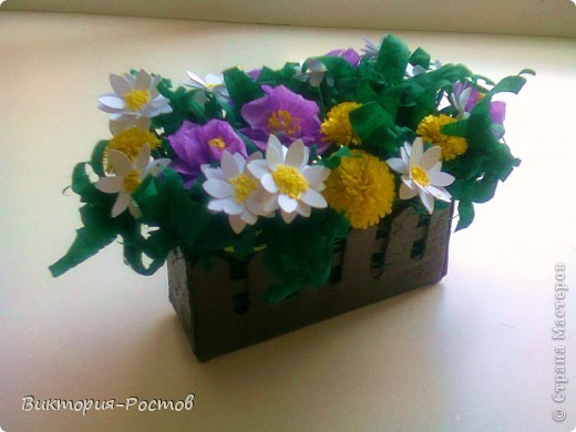 Букет сделан как из бумаги для квиллинга, так и гофробумаги фото 3