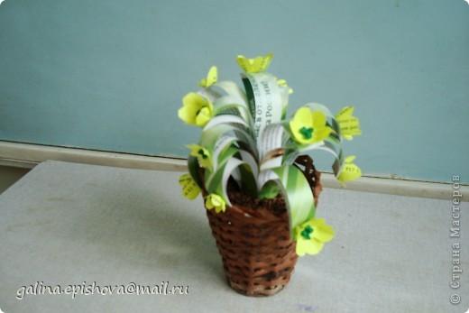Вот такой кактус у меня получился из ненужного картона. Заготовочки обклеила салфетками темно-зеленого цвета. Цветок тоже из салфеток. фото 3