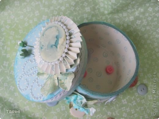 Так мне понравилось делать шкатулки. Бобин от скотча накопилось много, делаются шкатулки быстро и расход материала на них небольшой. :) фото 5