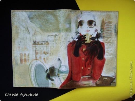 """Обложка на паспорт из натуральной кожи """"Путешественница"""". Подрисовка фона акриловыми красками, покрыта стекловидным лаком"""