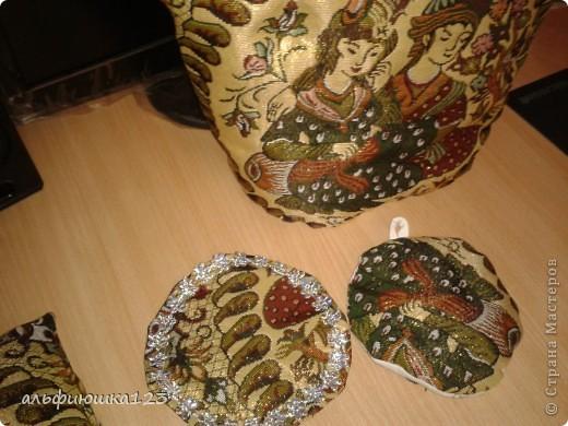 вот такие грелочки на чайник у меня получились в подарок любимым тетям. фото 4