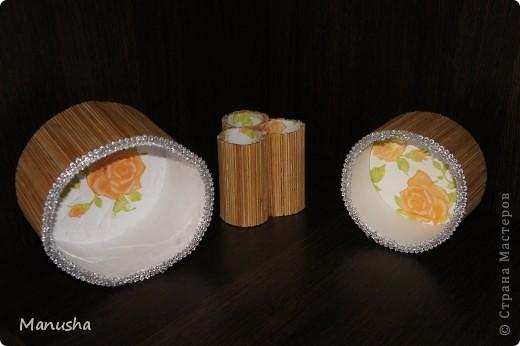 Вот что у меня получилось из двух коробок разного диаметра из под конфет рафаэлло,трех трубочек от туалетной бумаги, соломки от бамбуковой салфетки и бумажных салфеток для декупажа... фото 1