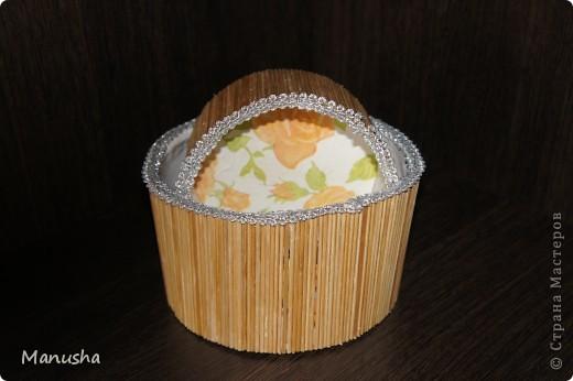 Вот что у меня получилось из двух коробок разного диаметра из под конфет рафаэлло,трех трубочек от туалетной бумаги, соломки от бамбуковой салфетки и бумажных салфеток для декупажа... фото 3