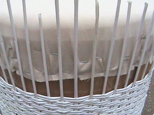 Мастер-класс День рождения Плетение Пуфик из пластиковых бутылок + МК Бумажные полосы Бутылки пластиковые Картон Клей Краска Поролон Ткань фото 8