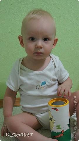 Последнее время малыш стал проявлять особое внимание к выниманию различных предметов из предметов. Он и раньше играл с такими предметами, но сейчас это осознанно с интересом. Решила сделать ему вот такую игрульку. фото 4