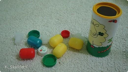 Последнее время малыш стал проявлять особое внимание к выниманию различных предметов из предметов. Он и раньше играл с такими предметами, но сейчас это осознанно с интересом. Решила сделать ему вот такую игрульку. фото 1