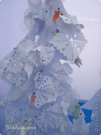 """В рамках фестивалю """"Белые ночи"""" ( о нём можно посмотреть здесь http://stranamasterov.ru/node/376932)  в нашем городе прошёл  и МедведDay. Мини-фестиваль, посвященный игрушечному медвежонку. В его рамках было очень много интересного : и шествие по гроду, и мастер-классы, и лечебница для плюшевых игрушек. Думаю, что такое внимание   к медведю объясняется не только популярностью данной игрушки, но и тем, что когда-то наш край считался медвежьим углом,  и на гкербе нашего города ещё  с позапрошлого века изображён медведь. Я расскажу лишь о самой маленькой  части  праздника, посвященного игрушечному косолапому - павильоне МедведDay на нашей эспланаде.  Лозунг """"Каждому медведю - отдельную берлогу"""" можно назвать девизом выставки. Медведей здесь несколько, но у каждого из них - своя берлога.  фото 4"""