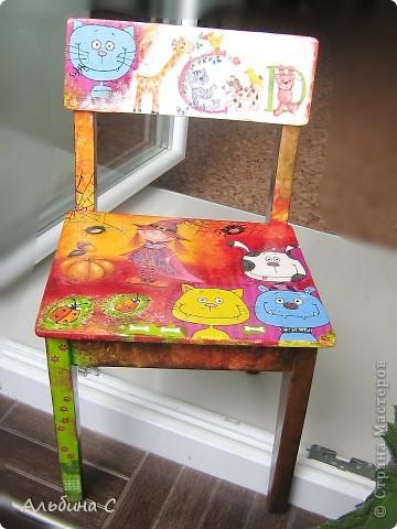 Реставрировала детский стульчик моего мужа,на котором он сидел 37 лет назад.Он его отшкурил,склеил,а всё остальное моя работа.Супруг был в восторге. фото 1