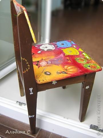 Реставрировала детский стульчик моего мужа,на котором он сидел 37 лет назад.Он его отшкурил,склеил,а всё остальное моя работа.Супруг был в восторге. фото 4