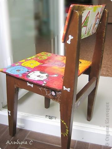 Реставрировала детский стульчик моего мужа,на котором он сидел 37 лет назад.Он его отшкурил,склеил,а всё остальное моя работа.Супруг был в восторге. фото 9