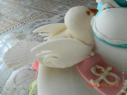 """Торт""""Легкий медовик""""со сметанно-малиновым кремом ,покрытый молочной  мастикой... фото 4"""