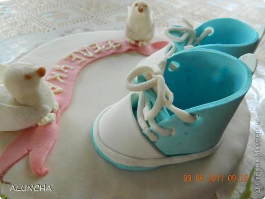 """Торт""""Легкий медовик""""со сметанно-малиновым кремом ,покрытый молочной  мастикой... фото 5"""
