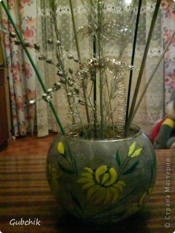 Вот такие сувенирчики я собирала подружкам к прошедшему новому году.  Расписывала акрилом вазочки и собирала в них абстрактные композиции из шишек и сухих полевых растений, заспреянными разными красками из баллончиков + немного декора. Девченкам моим понравилось! Все дешево, но необычно и интересно, может кому пригодится моя идея! фото 4