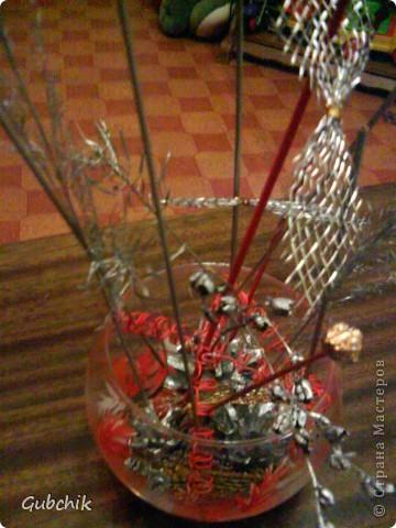Вот такие сувенирчики я собирала подружкам к прошедшему новому году.  Расписывала акрилом вазочки и собирала в них абстрактные композиции из шишек и сухих полевых растений, заспреянными разными красками из баллончиков + немного декора. Девченкам моим понравилось! Все дешево, но необычно и интересно, может кому пригодится моя идея! фото 2