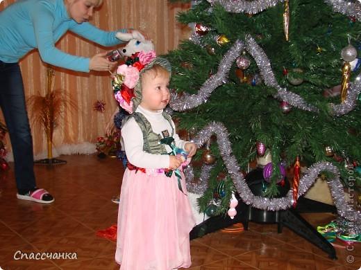 Моя маленькая модель-Ева, два с половиной года а хотела быть красивой!! Поэтому решили новогодний костюм шить сами!!! фото 3