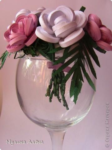 Всем доброго времени суток! сегодня выкладываю на всеобщее обозрение свадебное украшение для стола)) под основу взяла бокал и половинку пенопластового сердца ( шаров не было))) фото 7