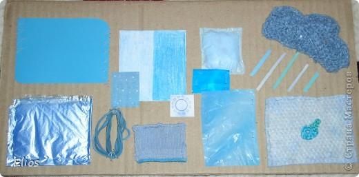 """Вот такую развавашку я сделала для одного малыша.  Использованы материалы: картон, бумага, цветной полиэтилен, пластик, шлейф, вырезанные картинки, нитки, спицы, крючок, резинки канцелярские, упаковка от кофе, губки для мытья посуды, тканевые салфетки крашеные акварелью, ткань и прочая разноцветность. Конечно, это скорее подходит к разделу """"Аппликация"""", чем к """"Вязанию"""", но саму идею я подсмотрела именно из навязанных разноцветных квадратиков, пришитых к картонным листам. Я же в своей работе хотела не только цвет малышу показать, но и оттенки этих цветов, а так же чтоб он пальчиками потрагал разную материальность: гладкую-шершавую, твёрдое-мягкое.  Ребёнку подарок очень понравился - сразу попытался оторвать резинки)) фото 4"""