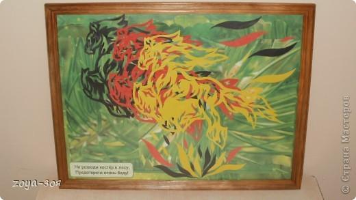 Вдохновилась на создание такой картины у МАРОШКИ. Вырезала из трёх листов цветной бумаги. При расположении на фоне раздвинула цветные фигурки. фото 1