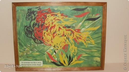 Вдохновилась на создание такой картины у МАРОШКИ. Вырезала из трёх листов цветной бумаги. При расположении на фоне раздвинула цветные фигурки. фото 2