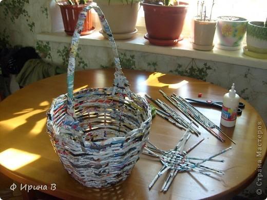 И снова, по просьбе детского садика,две корзинки.Начало плетения - донышко. фото 2