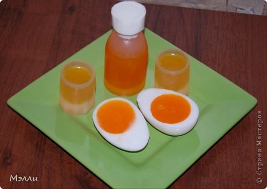 """Настала пора дней рождений - и вот придумались такие подарки. Это мыло """"Хохотулин"""" для очень замечательной, но весьма редко улыбающейся сотрудницы. Состав стандартный - основа, масло, эфиры. Из красителей - только облепиховое масло, из ароматов - апельсин, т.к. его эфирное масло  является """"веселящим"""". фото 5"""