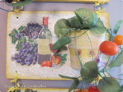 Очень понравилось панно Физалии http://stranamasterov.ru/node/357421?c=favorite  и решила тоже сделать что - то подобное на кухню на даче. Не обращайте внимания на фон, обои еще не наклеены, но куплены, бежевые с гроздьями винограда, поэтому и салфеточки выбирала под стать обоев.  фото 4