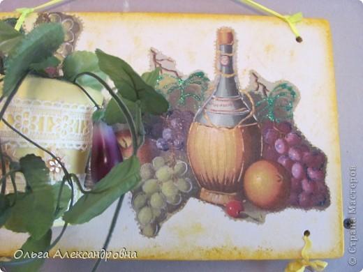 Очень понравилось панно Физалии http://stranamasterov.ru/node/357421?c=favorite  и решила тоже сделать что - то подобное на кухню на даче. Не обращайте внимания на фон, обои еще не наклеены, но куплены, бежевые с гроздьями винограда, поэтому и салфеточки выбирала под стать обоев.  фото 11