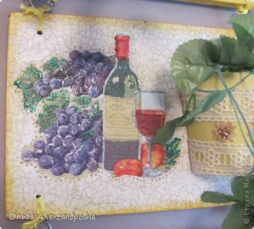 Очень понравилось панно Физалии http://stranamasterov.ru/node/357421?c=favorite  и решила тоже сделать что - то подобное на кухню на даче. Не обращайте внимания на фон, обои еще не наклеены, но куплены, бежевые с гроздьями винограда, поэтому и салфеточки выбирала под стать обоев.  фото 12