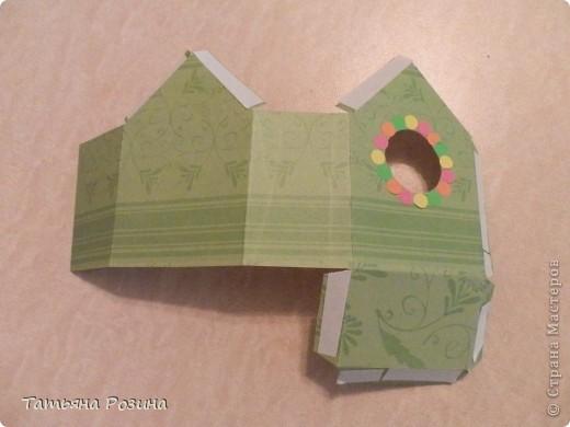 Всем здравствуйте! Захотелось сделать коробочку в форме скворечника. Идей в интернете много, развертку коробочки нашли вот здесь.http://forum.knitty.ru/index.php?showtopic=15268 Решили сделать два...Картон уже был с рисунком. Этот домик уже был вторым. Начнем с первого... фото 3