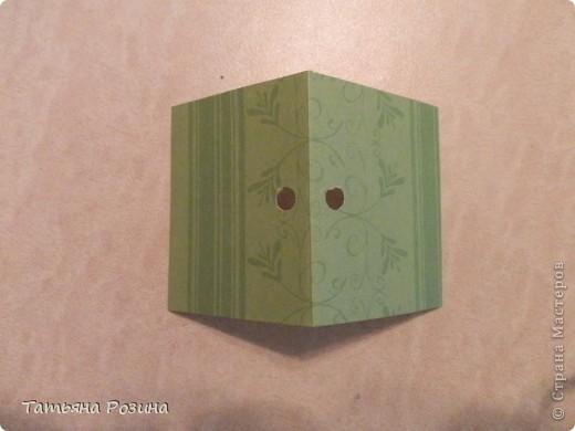 Всем здравствуйте! Захотелось сделать коробочку в форме скворечника. Идей в интернете много, развертку коробочки нашли вот здесь.http://forum.knitty.ru/index.php?showtopic=15268 Решили сделать два...Картон уже был с рисунком. Этот домик уже был вторым. Начнем с первого... фото 4