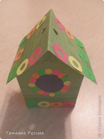 Всем здравствуйте! Захотелось сделать коробочку в форме скворечника. Идей в интернете много, развертку коробочки нашли вот здесь.http://forum.knitty.ru/index.php?showtopic=15268 Решили сделать два...Картон уже был с рисунком. Этот домик уже был вторым. Начнем с первого... фото 5