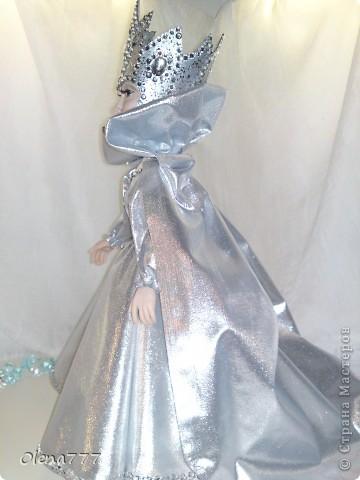 Доброго дня или ночи, жители Страны Мастеров! Моя новая работа из пластики Снежная Королева. В детстве я представляла её красивой и величественной. Вот я и попыталась сделать  Снежную Королеву! А уж что из этого вышло-судить вам, уважаемые Мастера и Мастерицы! Рост 34 см.  фото 10