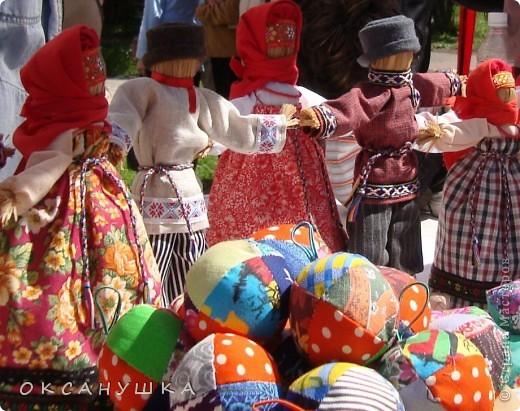 В эти выходные в Архангельске прошел - День города. На  центральной пешеходной улице Чумбарова-Лучинского  проходила ярмарка мастеров народного ремесла.  Наша экскурсия продолжается.  Здесь фотографий не много. фото 15
