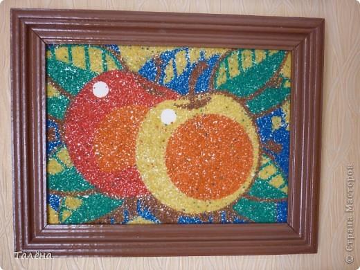 Работа выполнена из цветного песка моим сыном Захаром по готовой заготовке.