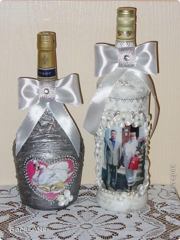Ещё один заказик. Заказали набор на серебряную свадьбу. Маленькая бутылочка с к... ом, для него, высокая с лик...ом, для неё. Обе бутылочки по 1литру.(тяжелые) фото 1