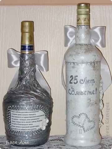 Ещё один заказик. Заказали набор на серебряную свадьбу. Маленькая бутылочка с к... ом, для него, высокая с лик...ом, для неё. Обе бутылочки по 1литру.(тяжелые) фото 2