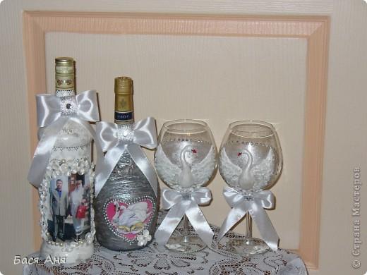 Ещё один заказик. Заказали набор на серебряную свадьбу. Маленькая бутылочка с к... ом, для него, высокая с лик...ом, для неё. Обе бутылочки по 1литру.(тяжелые) фото 4