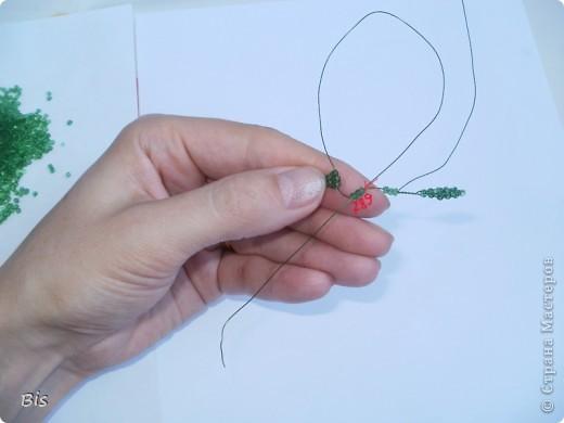 """В этом МК я постараюсь показать, как делать вот такие листики рябины. Если делать поэтапно, повторяя за изображением на фото, то должно получиться все без проблем:). К этому МК есть еще продолжение """"Ствол из гипса для бисерного деревца"""", его можно посмотреть здесь: http://stranamasterov.ru/node/382814 фото 23"""