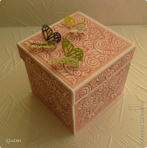 Давным-давно мечтала освоить изготовление магических коробочек и вот наконец-то сделала свою первую в подарок любимой сестренке :) Спасибо большое мастерицам СМ за вдохновение и идеи! Очень понравился и процесс, и результат! Особое спасибо Любови https://stranamasterov.ru/user/28190 и Марине Абрамовой http://marina-abramova.blogspot.com/ за подписи! МК можно посмотреть тут https://stranamasterov.ru/node/364822?c фото 1