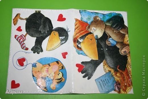 """Обложка для паспорта""""Из жизни вороны"""",Салфетки,акриловый лак,акриловые краски,пва фото 1"""
