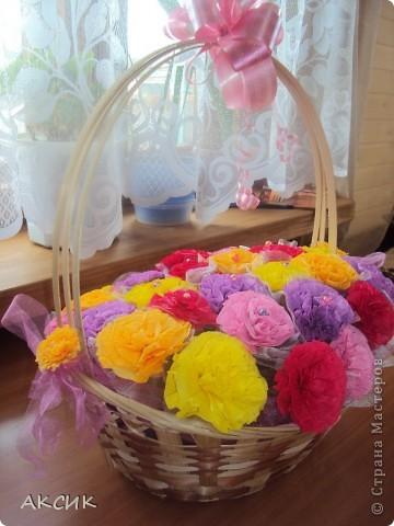 Корзинку купила готовую, цветы делала по МК http://stranamasterov.ru/node/90083?tid=451, цветы вставляла в оазис. фото 1