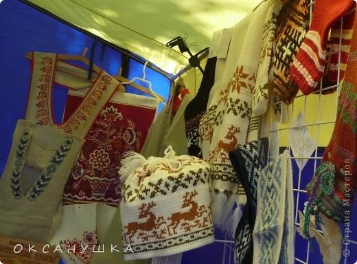 В эти выходные в Архангельске прошел - День города. На  центральной пешеходной улице Чумбарова-Лучинского  проходила ярмарка мастеров народного ремесла.  Наша экскурсия продолжается.  Здесь фотографий не много. фото 9