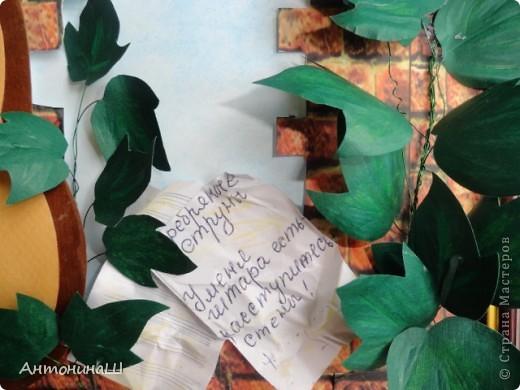 """Две картины на конкурс памяти Влвдимира Высоцкого, организованный Мишей и Юлей Дмитренко- Деспоташвили. Решила принять настойчивое приглашение Миши и Юли на участие в конкурсе.Сама я об этом и не думала. Не откладывая в долгий ящик, переделала свою """" Забытую гитару"""" , а вторая работа появилась сама собой. Первая работа на песню"""" Серебряные струны"""" : У меня гитара есть, расступитесь стены... фото 5"""