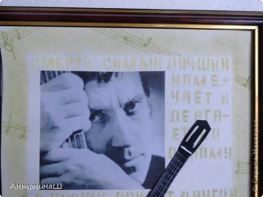 """Две картины на конкурс памяти Влвдимира Высоцкого, организованный Мишей и Юлей Дмитренко- Деспоташвили. Решила принять настойчивое приглашение Миши и Юли на участие в конкурсе.Сама я об этом и не думала. Не откладывая в долгий ящик, переделала свою """" Забытую гитару"""" , а вторая работа появилась сама собой. Первая работа на песню"""" Серебряные струны"""" : У меня гитара есть, расступитесь стены... фото 9"""