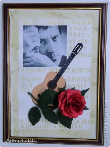 """Две картины на конкурс памяти Влвдимира Высоцкого, организованный Мишей и Юлей Дмитренко- Деспоташвили. Решила принять настойчивое приглашение Миши и Юли на участие в конкурсе.Сама я об этом и не думала. Не откладывая в долгий ящик, переделала свою """" Забытую гитару"""" , а вторая работа появилась сама собой. Первая работа на песню"""" Серебряные струны"""" : У меня гитара есть, расступитесь стены... фото 8"""