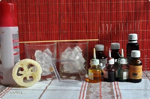 Сегодня мы будет делать такое яркое мыло с люфой.Для тех,кто не знает люфа-растение семейства тыквенных,из которого делают так называемую природную мочалку-люфу. фото 2