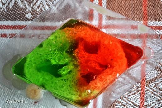 Сегодня мы будет делать такое яркое мыло с люфой.Для тех,кто не знает люфа-растение семейства тыквенных,из которого делают так называемую природную мочалку-люфу. фото 10